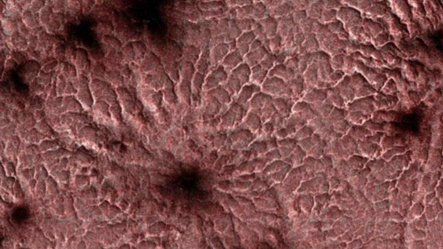 Las arañas regresan con el sol al polo sur de Marte