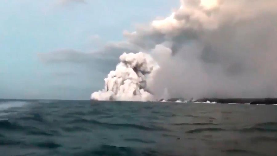 Una bomba de lava causa al menos 23 heridos al perforar un barco turístico en Hawái