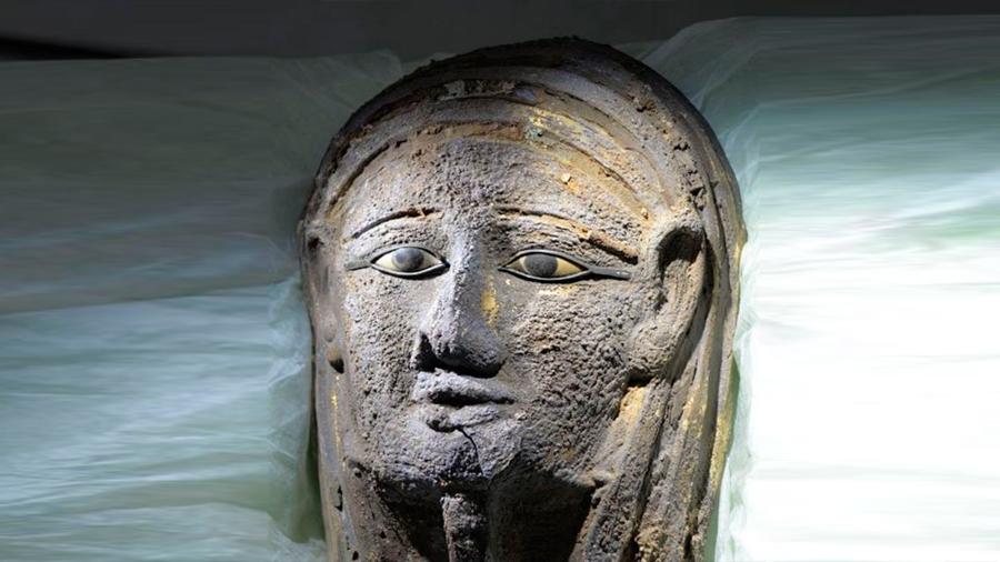 El extraordinario hallazgo en Egipto de un taller de momificación y una misteriosa máscara de plata