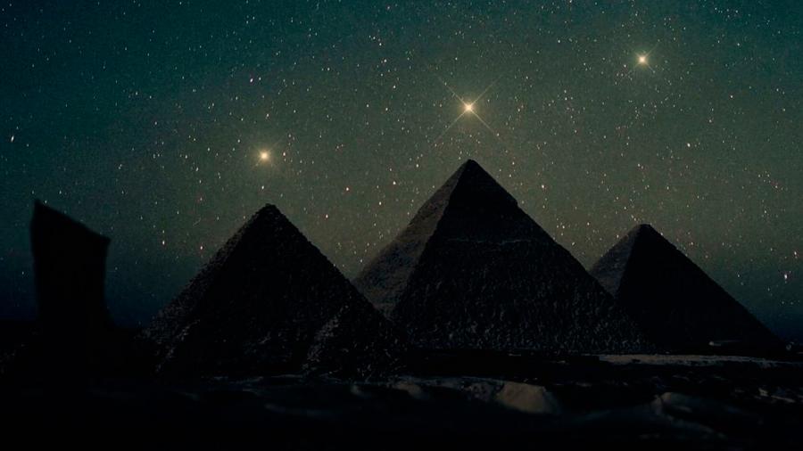 La verdad detrás de la noticia falsa sobre los planetas alineados en las pirámides de Giza