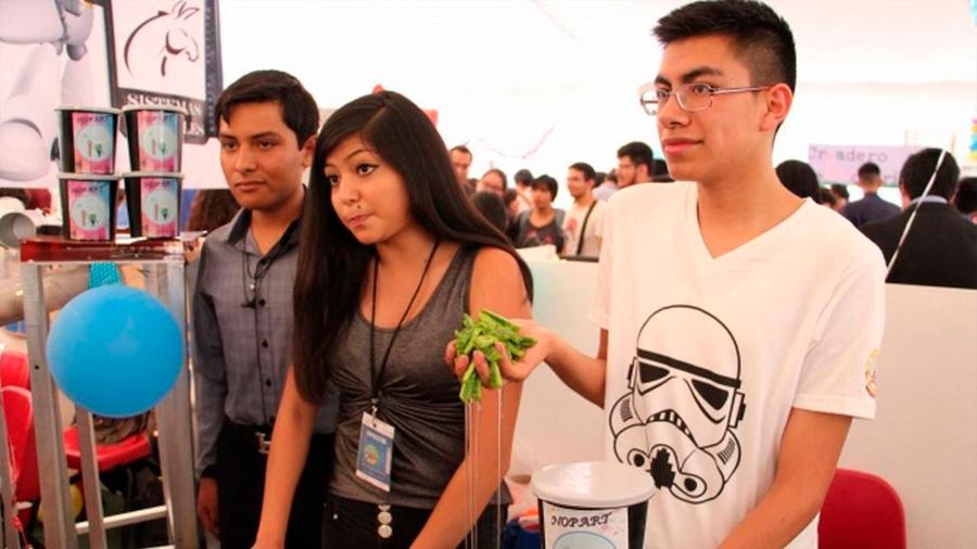 Estudiantes mexicanos elaboran pintura orgánica a base de nopal