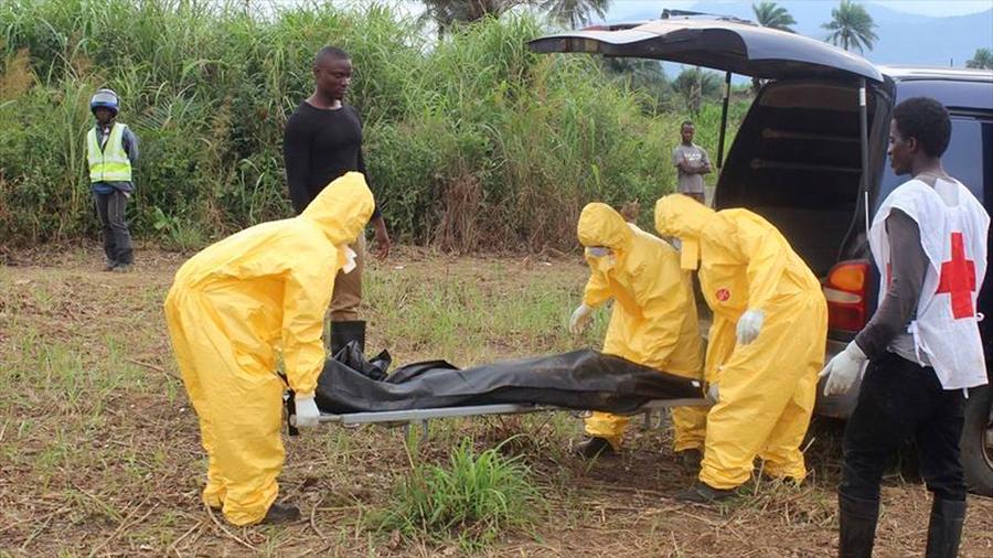 Una superviviente del Ébola infecta a toda su familia un año después