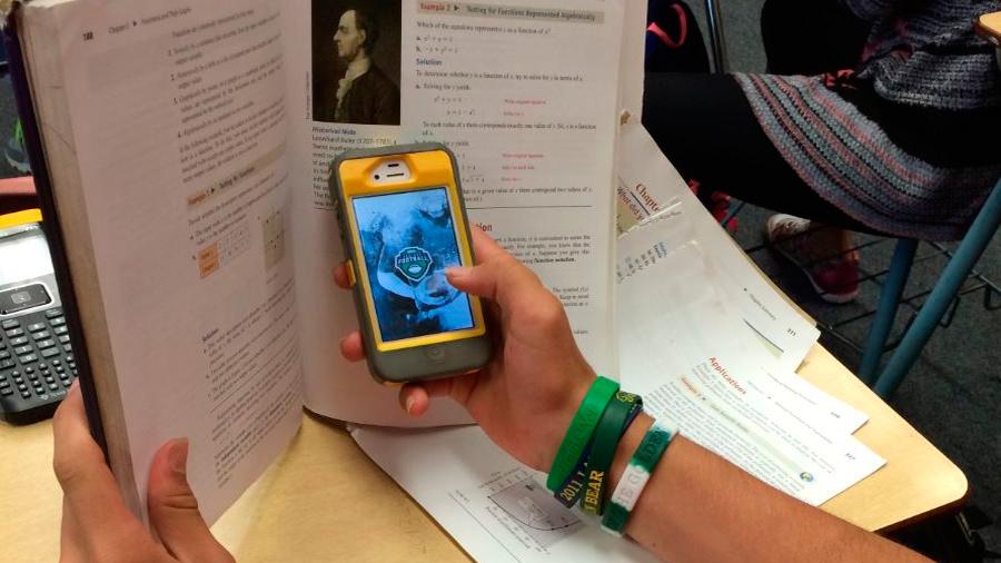 Estudiantes logran mejores calificaciones cuando se prohíben los teléfonos en clase