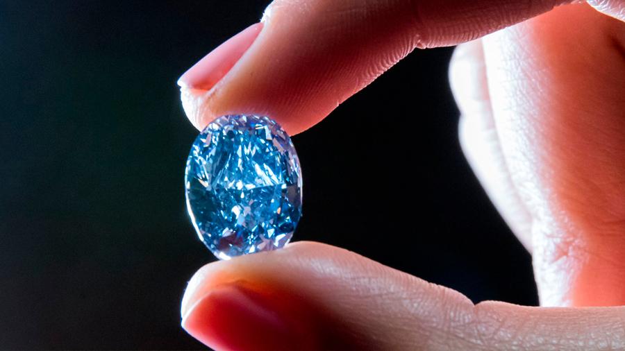 Descubren el origen del diamante azul revelado en sus defectos