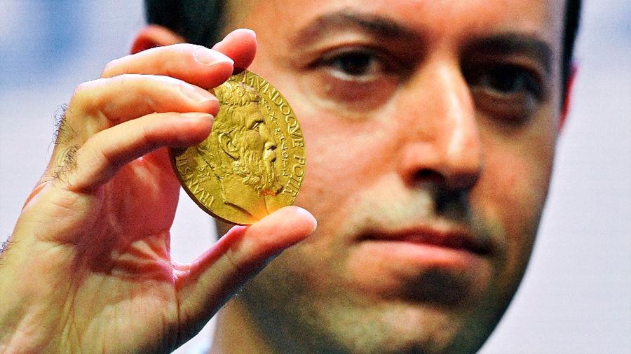 Caucher Birkar, a quien le robaron su medalla como 'Nobel de Matemáticas', recibe una nueva