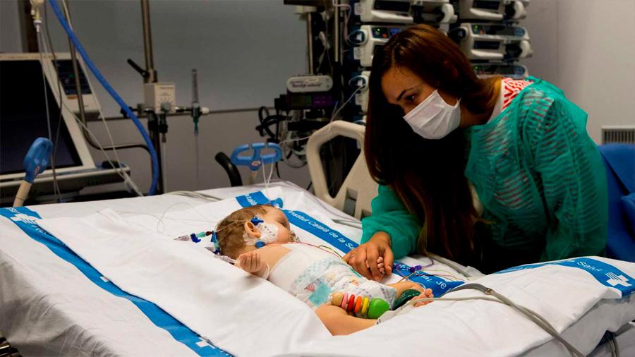 Dividen el hígado de un menor para trasplantarlo a niña de 13 años y a un bebé de 8 meses
