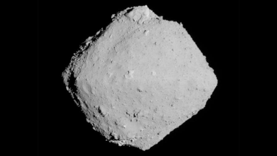 El asteroide Ryugu, captado desde un kilómetro por la sonda Hayabusa 2