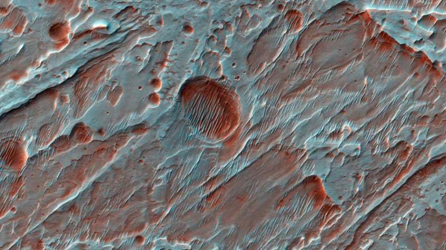 La NASA muestra cráter causado por el agua en Marte