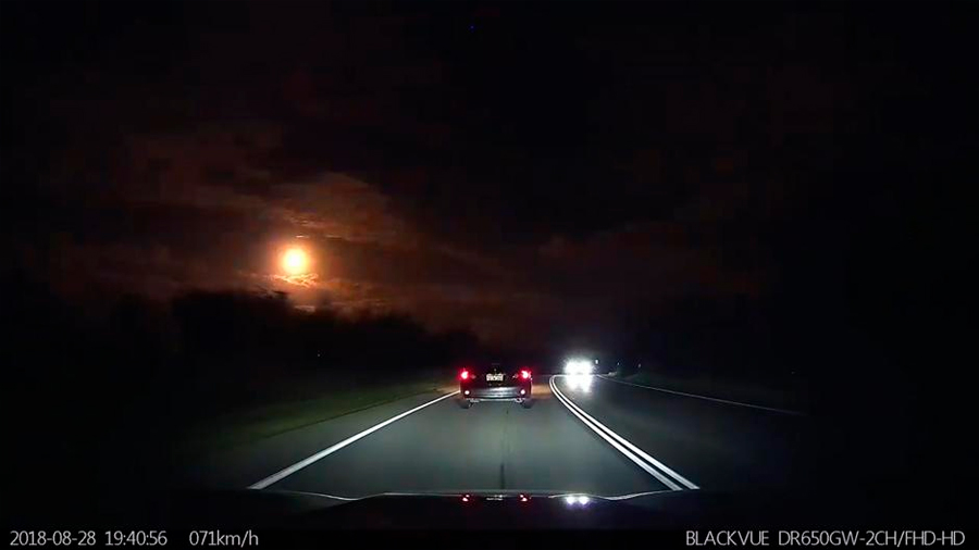 Una espectacular bola de fuego cruza el cielo en Perth, Australia