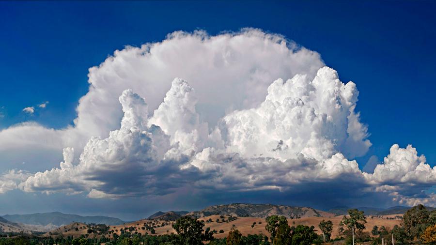 Determinan como las partículas atmosféricas inciden en la formación de nubes