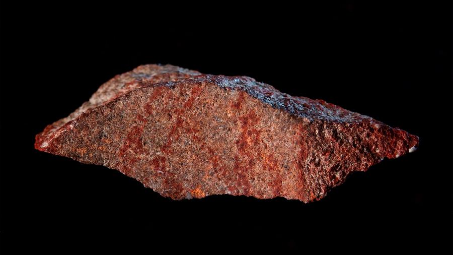 """Descubren el dibujo """"más antiguo"""" de la historia en una cueva de Sudáfrica: 73 mil años"""