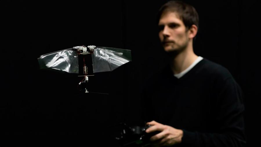 Crean un impresionante robot volador que maniobra como una mosca