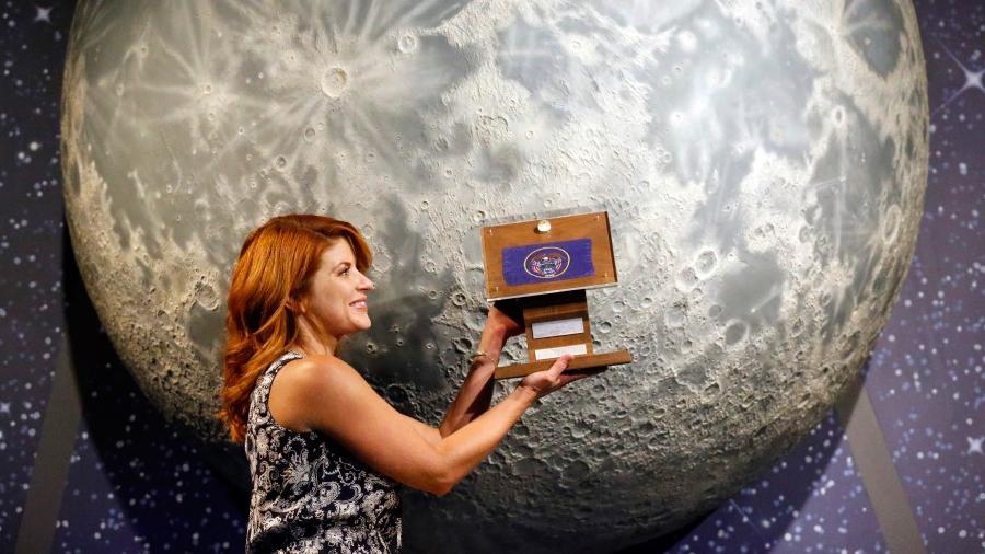 Intentan recuperar las piedras de la Luna que Neil Armstrong trajo en la misión del Apolo 11