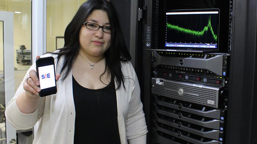 """""""Siempre me preguntan por el hombre experto. Da rabia"""": la primera chilena en lista de innovadores sub-35 del MIT"""