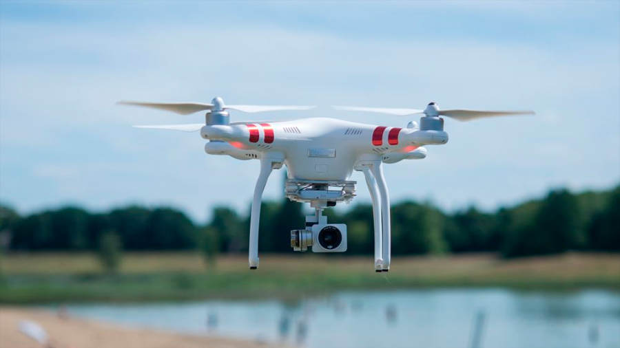 Crean un sistema de carga láser para que los drones vuelen indefinidamente