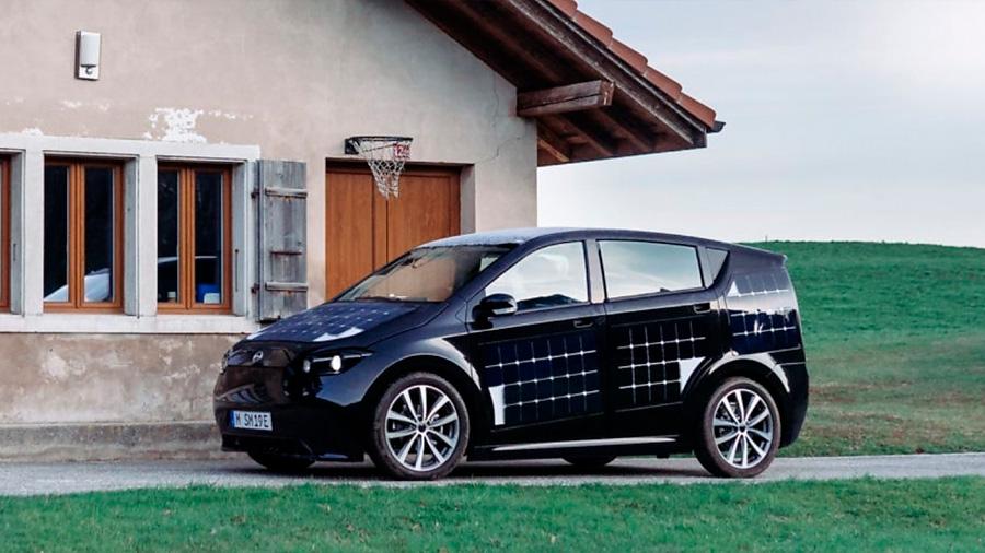 Una 'start-up' alemana prueba un vehículo solar que se carga mientras se conduce
