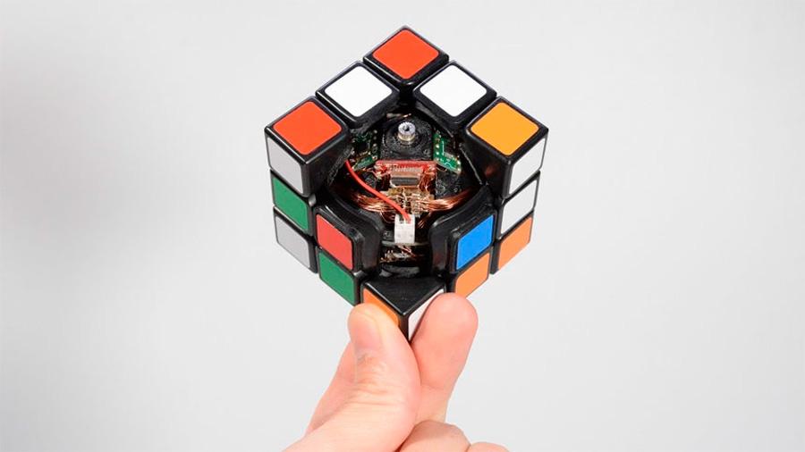 Así funciona el cubo de Rubik que es capaz de resolverse a sí mismo