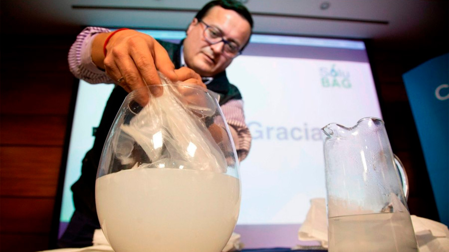 Científicos chilenos crean una bolsa hidrosoluble