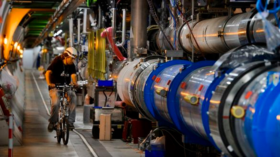 Por comentarios sexistas, suspenden a científico del laboratorio que descubrió la partícula de dios