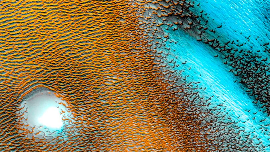 Se descubre hielo de agua en el subsuelo cerca del ecuador de Marte