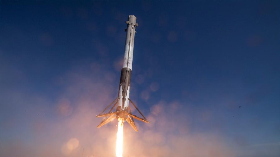 Space X estrena su cohete reusable en la costa oeste de EU al poner en órbita satélite argentino
