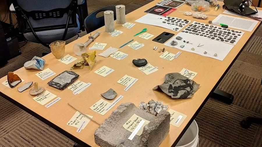 Yellowstone: la violenta erupción de un geiser arrojó decenas de monedas y basura