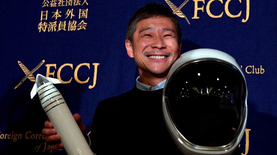 El futuro primer turista en orbitar la Luna dice confiar en Musk