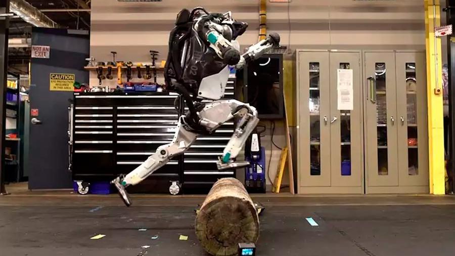 El alucinante robot de Boston Dynamics no deja de sorprender al mundo: corre saltando obstáculos