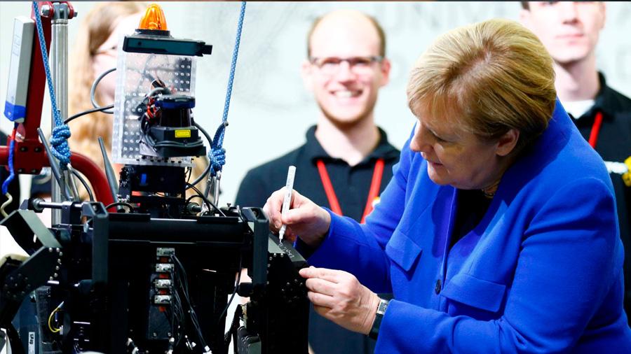 Las mujeres, más amenazadas que los hombres por el avance de los robots