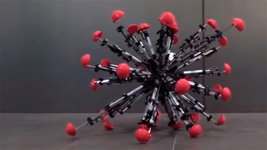 Robot japonés de 32 patas es capaz de caminar por terrenos irregulares