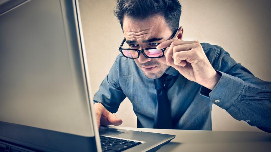 """Ojo con el """"síndrome visual informático"""" si al día pasas más de tres horas al día ante la computadora"""