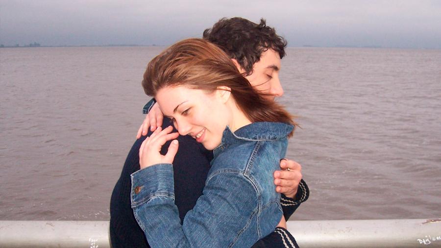 Valor de un gesto: confirman científicos que abrazar amigos puede ayudarles a superar un conflicto