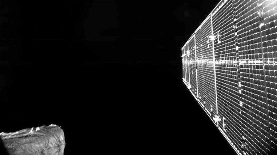 BepiColombo envía la primera autofoto de su viaje a Mercurio: desplegados sus paneles solares