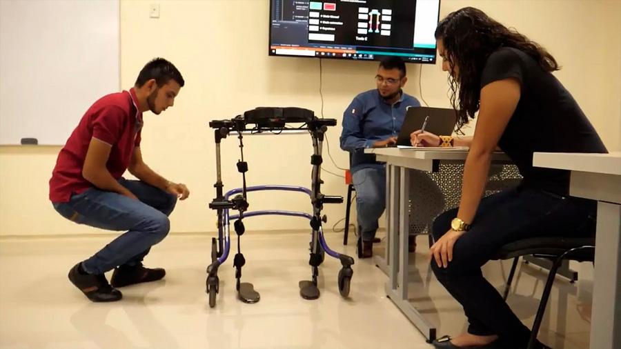 Obtienen estudiantes mexicanos medalla de oro en certamen internacional por sistema para movilidad y rehabilitación de piernas