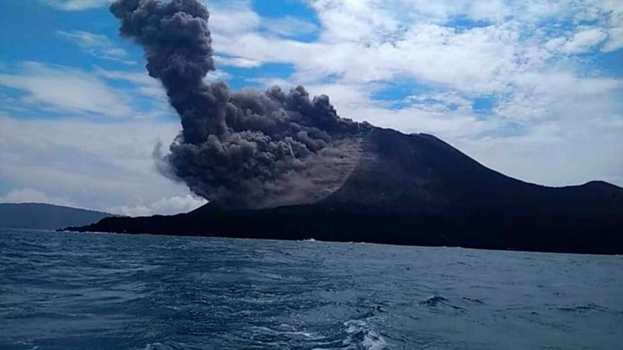 Tsunami en Indonesia: volcán Anak Krakatoa perdió dos tercios de su altura