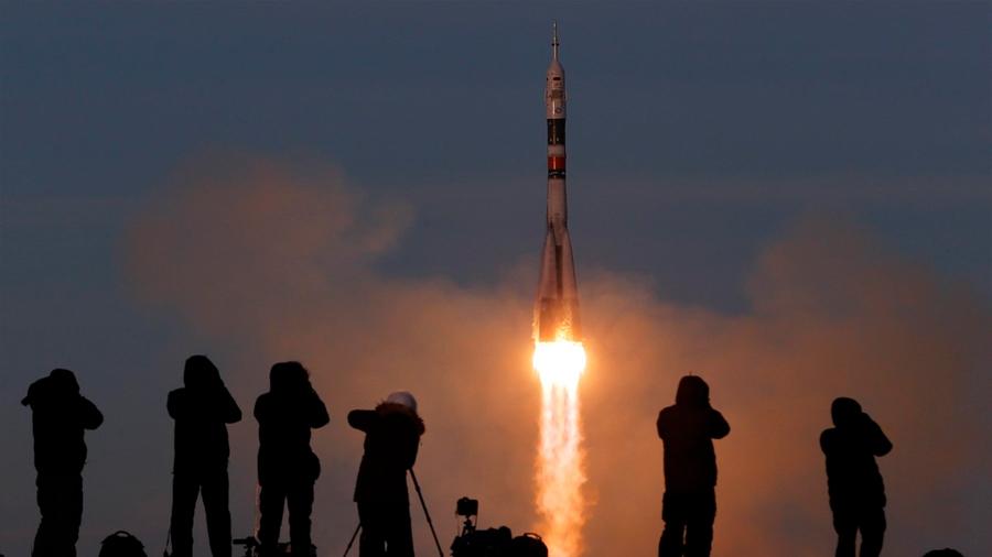La Soyuz vuelve a llevar astronautas al espacio después del lanzamiento fallido