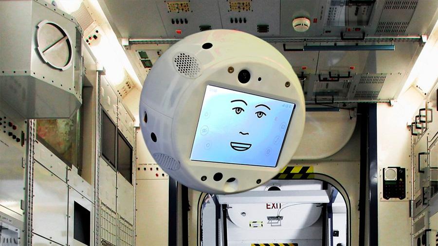 CIMON, primer robot espacial con IA, da muestras de su 'carácter'