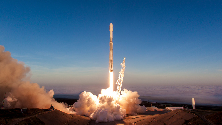 Space X pone en órbita 64 pequeños satélites con un cohete reutilizado