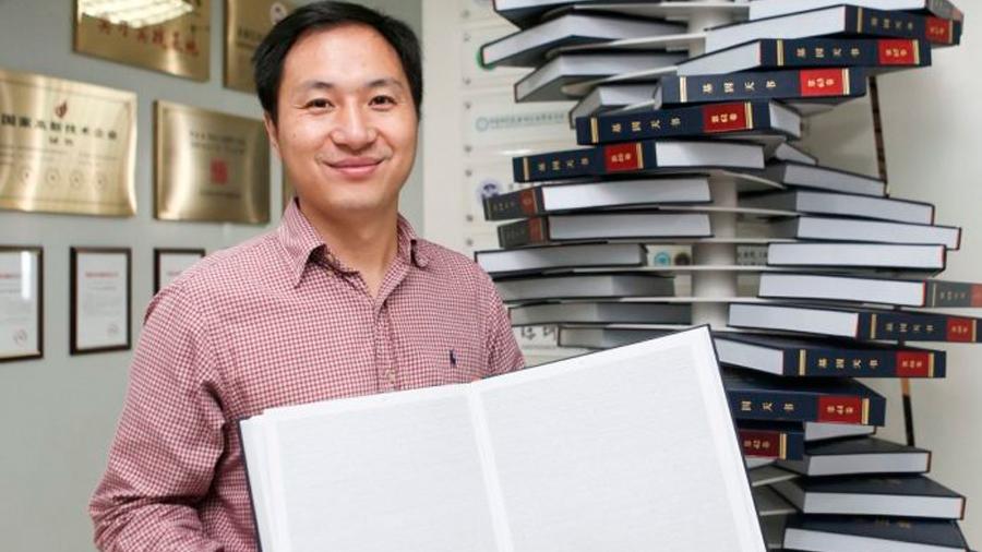 Científico chino que editó genes de embriones recibió millones en becas