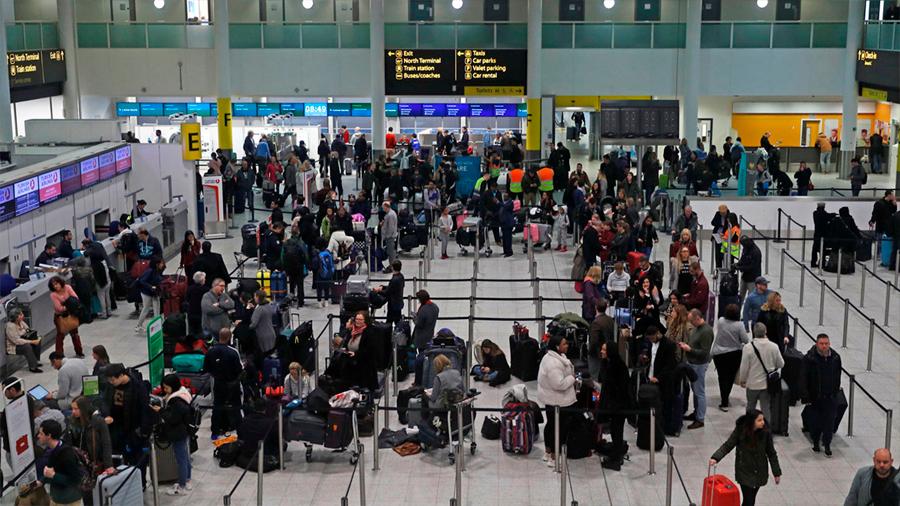 Londres: la presencia de drones obliga a cerrar el aeropuerto de Gatwick y atrapa a 100 mil viajeros