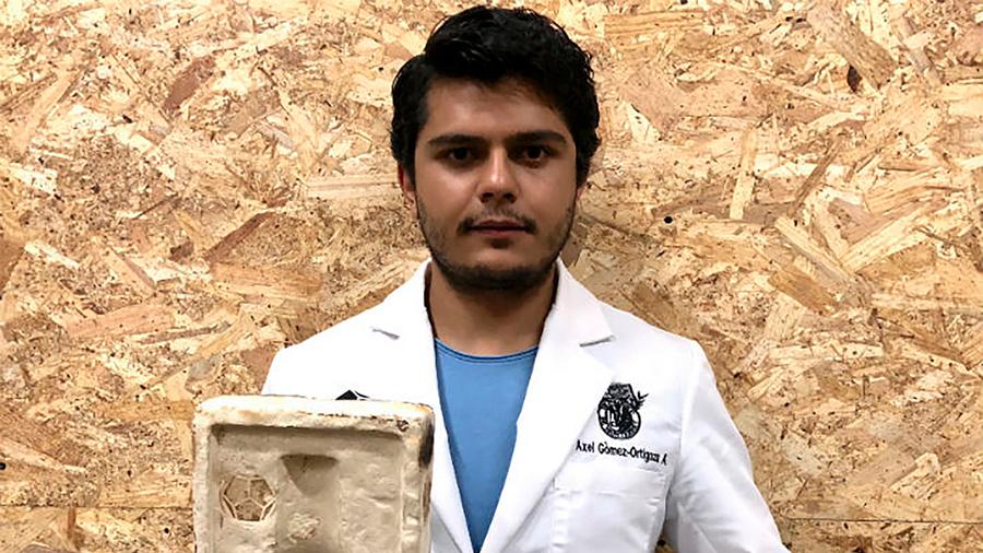 Reconocen a joven cientifico mexicano por crear biomaterial que se degrada en 30 días