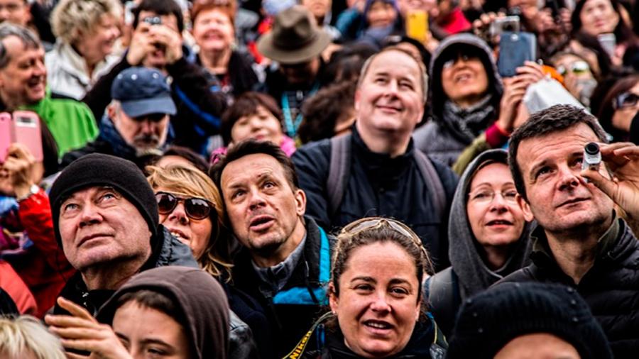 Un nuevo algoritmo detecta emociones humanas en fotografías grupales