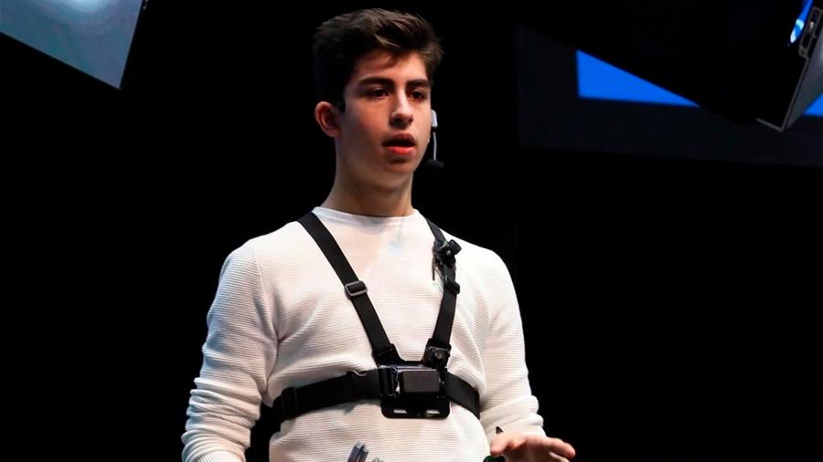 Mexicano de 16 años crea sustituto de bastón para invidentes