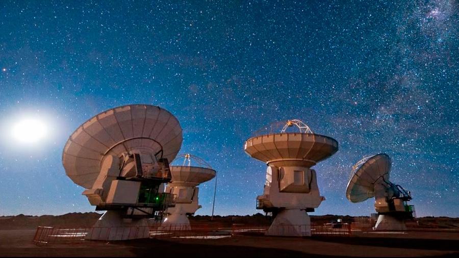 """Telescopios a la búsqueda de alienígenas: """"No podemos pensar que somos los únicos"""""""