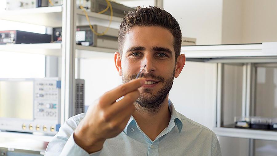 Innovador y joven científico español protege de los 'hackers' armado con tecnología cuántica