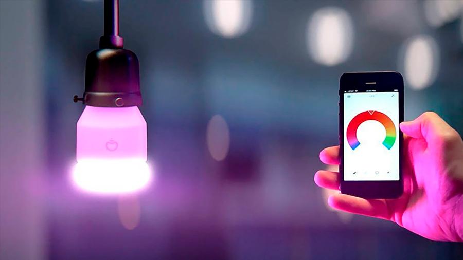 Los focos inteligentes desechados conservan las claves de Wi-Fi y pueden ser usadas por hackers