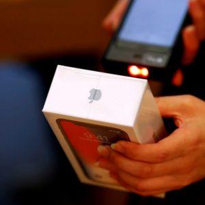 Apple considera bajar los precios del iPhone