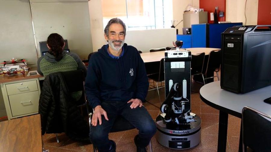 Crea investigador mexicano robot que aprende en Internet y localiza objetos en casa