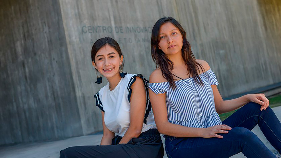 Ganan estudiantes mexicanas certamen latinoamericano por desarrollo de toalla femenina inteligente