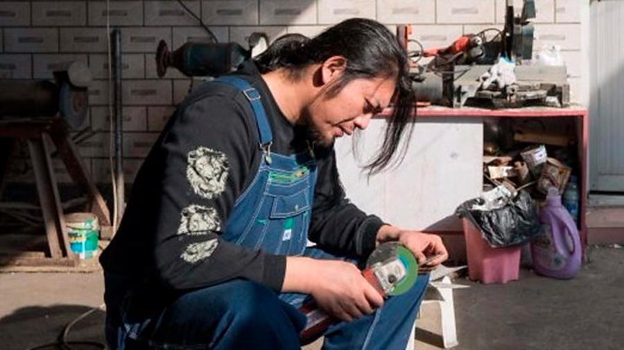 """Los absurdos y extravagantes inventos de Geng Shuai, el """"Edison inútil"""" de China"""